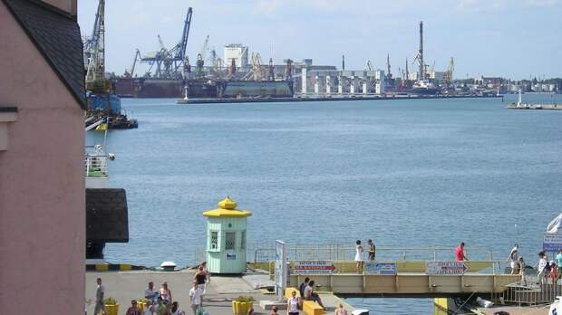 Патрульный корабль ВМС Британии зашел в порт Одессы