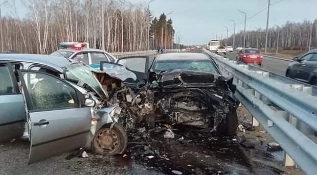 Всмятку: в Крыму столкнулись две легковушки