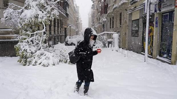 Сильный снегопад обрушился на Мадрид