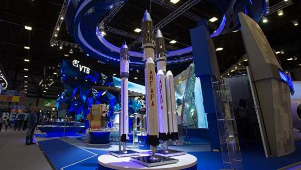 Макеты ракет Ангара на стенде государственной корпорации Роскосмос в ЭкспоФоруме