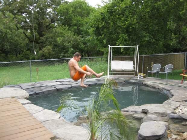 Оазис на заднем дворе бассейн, руками, своими