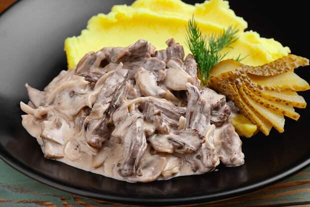 Говяжье мясо по-строгановски