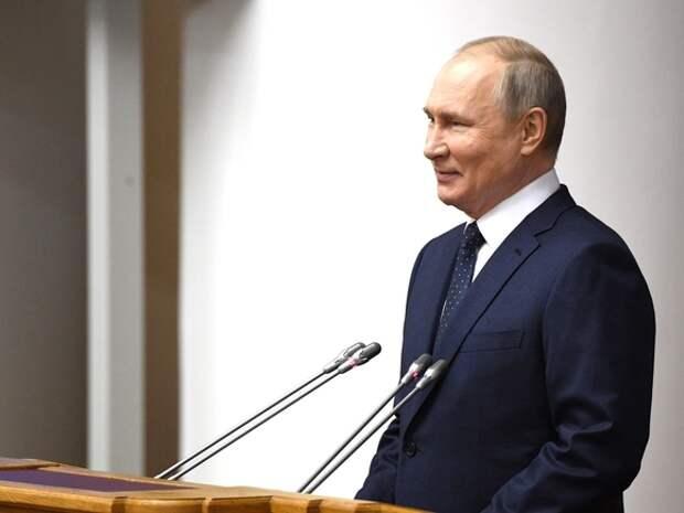Путин: Существуют политические силы, считающие, что электричество берется прямо из розетки