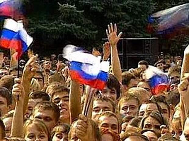 Опрос: Россияне не ощутили влияния западных санкций
