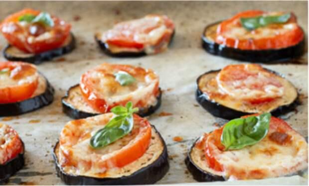 Закусочные баклажаны по-итальянски: разложили на противень и скоро можно лакомиться