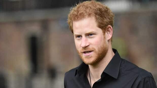 Принц Гарри улетел к Меган, отказавшись оставаться на 95-летие Елизаветы II