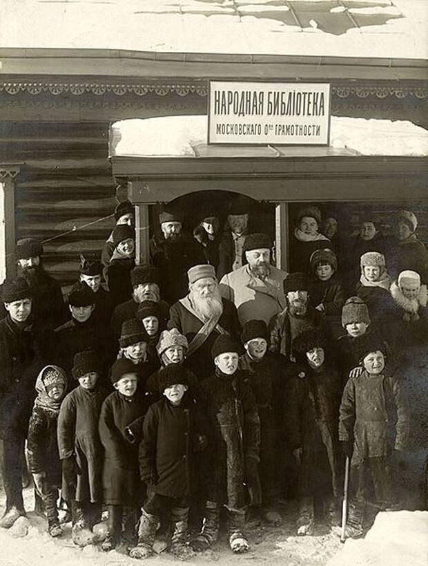 File:Lev Tolstoy at the opening of the library Savelyev 1910.jpg