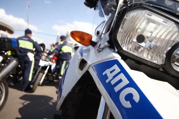 Автомобиль въехал в мотоцикл в Лазоревом проезде