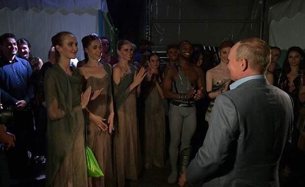 Путин посмотрел балет «Спартак» в Херсонесе