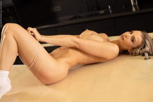 Симпатичная блондинка Piper
