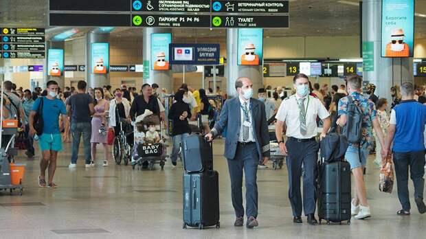 Почти 40 рейсов отменили и задержали в аэропортах Москвы