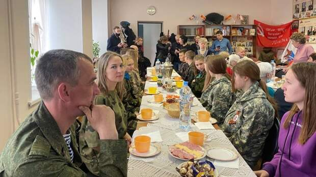 В Твери лидер партии «Родина» Алексей Журавлев встретился с ветеранами и поисковиками