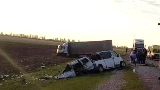 В полиции назвали виновного в ДТП с грузовиком и микроавтобусом в Татарстане