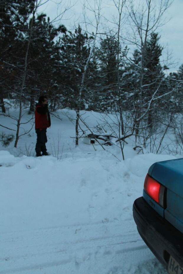 Он случайно обнаружил коробку в снегу