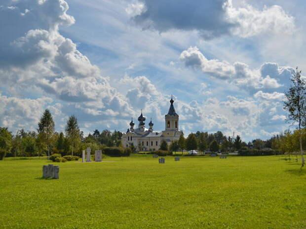 Сологубовка. Успенская церковь. Восстановлена на деньги Народного союза Германии
