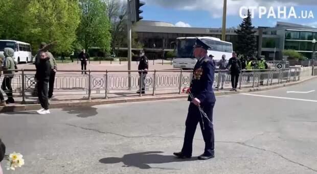 Сеть потряс киевский подросток, оскорбивший ветерана
