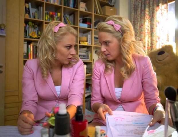 Блондинки беседуют