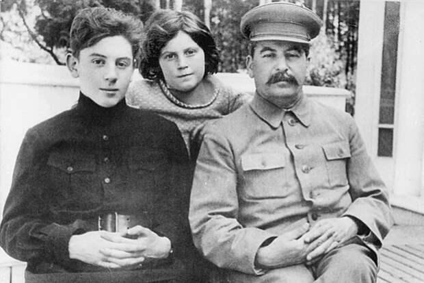Василий Джугашвили: что случилось с младшим сыном Сталина