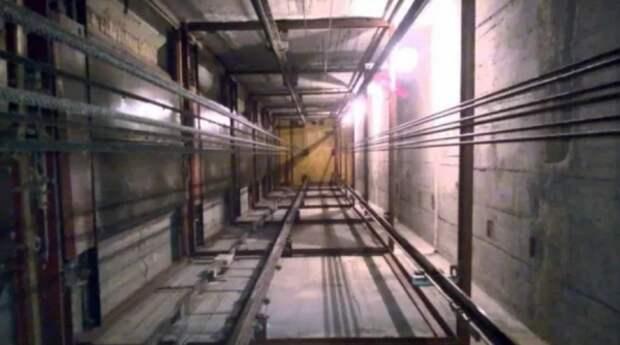 В Симферополе сорвался лифт с пассажирами