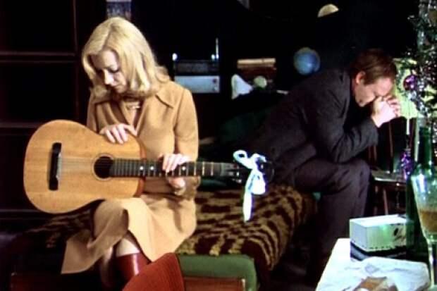 Звезды кино с гитарой.