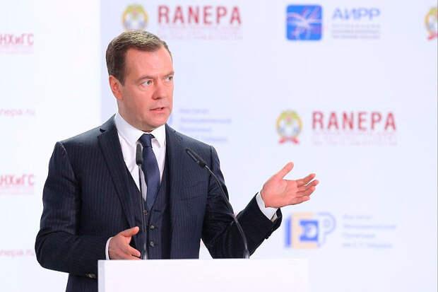Медведев предложил пустить под топор незаконные поборы с бизнеса и ограничить проверки