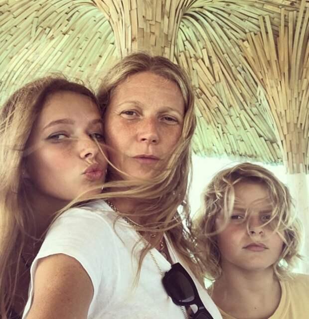 Гвинет Пэлтроу с дочерью Эппл и сыном Мозесом