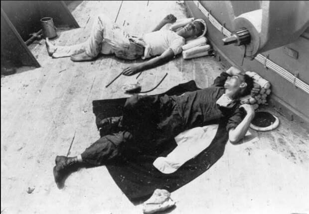 Спасенные французские моряки с «Bretagne»