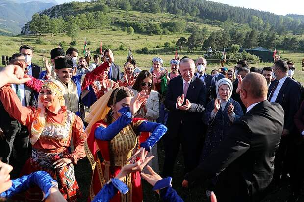 Эрдоган приехал в Шуши и пообещал открыть тут консульство Турции