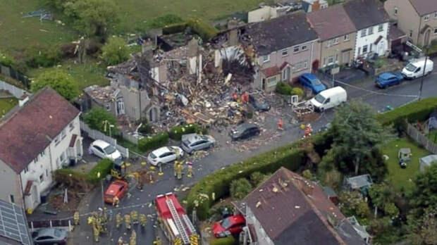 Взрыв газа разрушил три дома в Англии, погиб ребенок