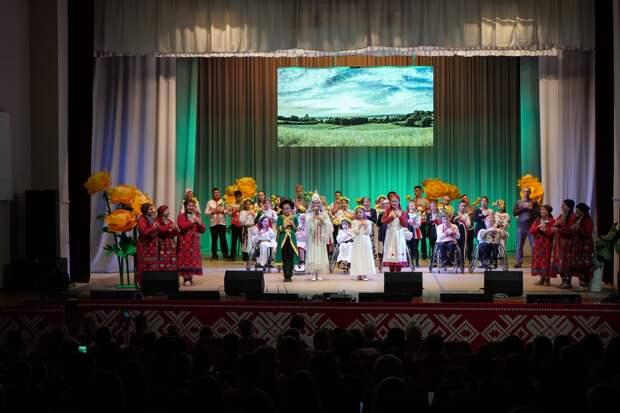 В Ижевске состоялась премьера инклюзивного танцевального спектакля про традиции и культуру Удмуртии