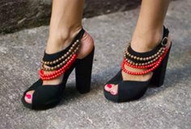 Как украсить или переделать старую,надоевшую пару обуви (подборка)