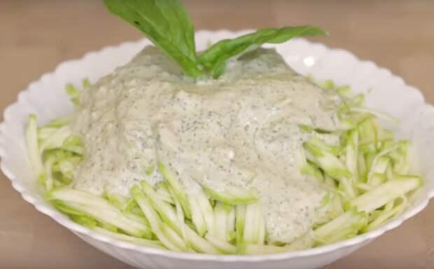 Бесподобный салат из молодых кабачков