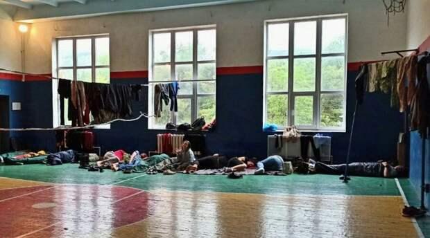 Севастопольские спасатели эвакуировали группу туристов из подтопленных палаток