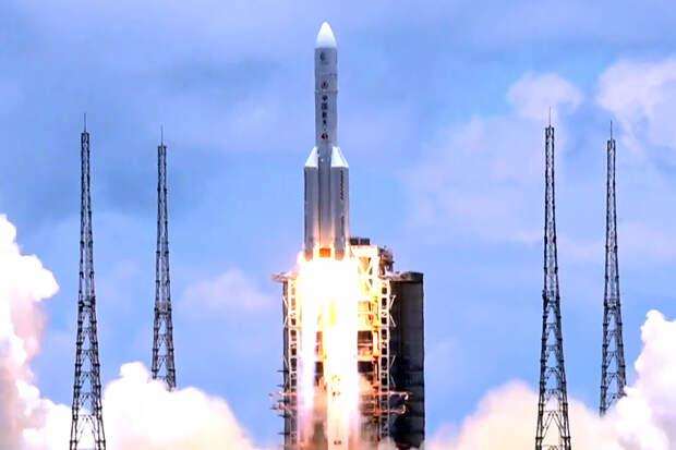 Неконтролируемая китайская ракета падает на Землю