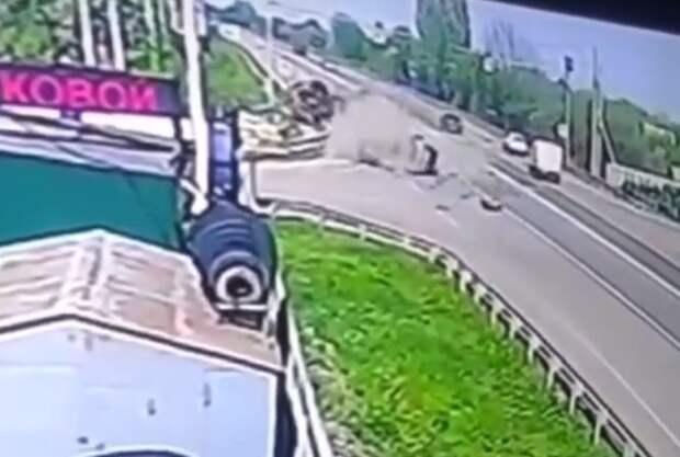 Липецкого водителя расплющило цистерной на трассе