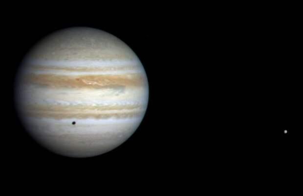 Космический аппарат Кассини приближается к Юпитеру