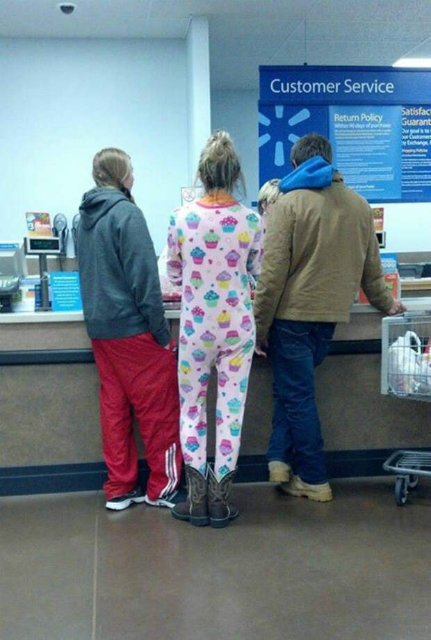 Девушка в пижаме.