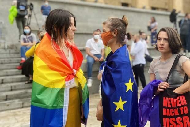 Грузины повторно прорвались к парламенту и разорвали флаг ЕС