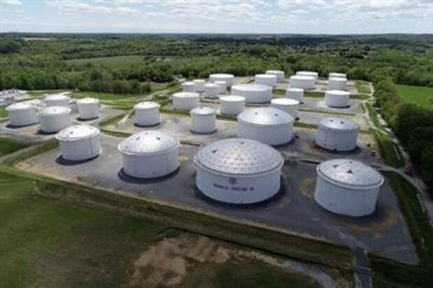 FILE PHOTO: Holding tanks are seen in an aerial photograph at Colonial Pipeline's Dorsey Junction Station in Woodbine, Maryland, U.S. May 10, 2021. REUTERS/Drone Base