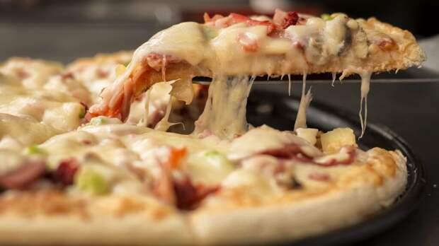 Мошенники предлагают россиянам «бесплатную пиццу» от банков