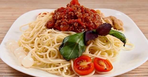 Cпагетти с соусом на скорую руку: все в одной сковороде, без лишней посуды