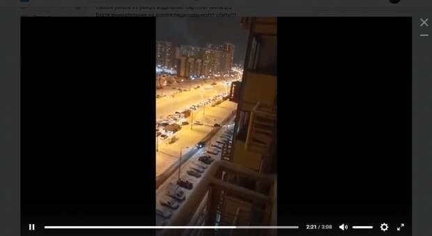 Водители в Некрасовке повадились объезжать пробку по тротуару