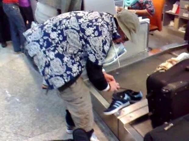 13. А кроссовки-то летели в багажном отсеке аэропорт, багаж, путешественники, фото, юмор
