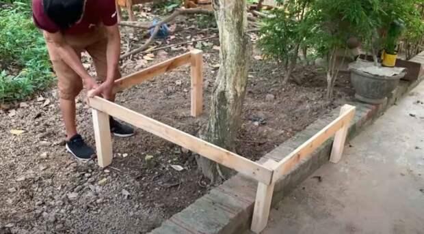 Интересная идея для дачи и сада: как сделать круглую скамейку со столиком вокруг дерева