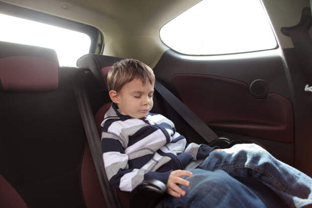 Бустер или автокресло: в чем разница и как выбрать