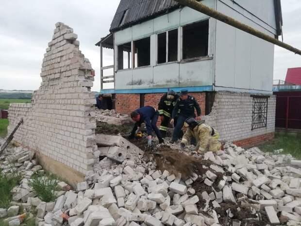 Трое детей погибли под рухнувшей плитой под Воронежем