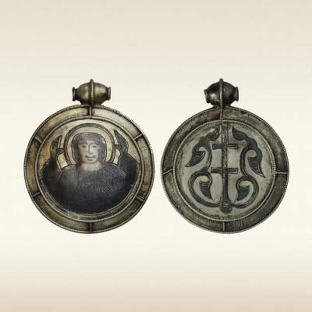 Медальоны: Богоматрь Оранта, Процветший крест. 12 – начало 13 века