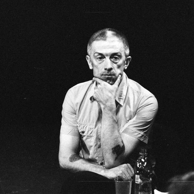 Ольга Бузова «играет и поёт» в спектакле про молодого Сталина на сцене МХАТ им. Горького