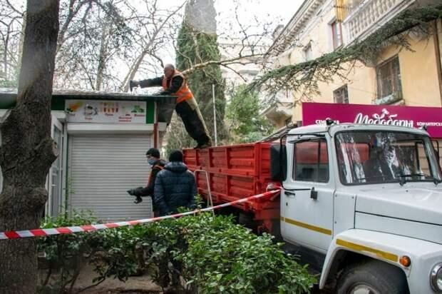 За полгода в Крыму демонтировали более 400 незаконных торговых объектов