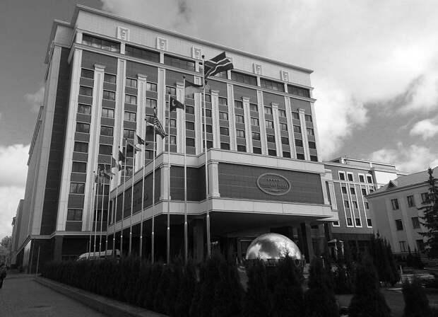 Киев потребовал исключить из Минских переговоров представителей ЛДНР